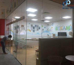 Các vách kính văn phòng đẹp rẻ 2020