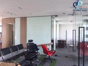Vách kính cường lực văn phòng đẹp rẻ 2020
